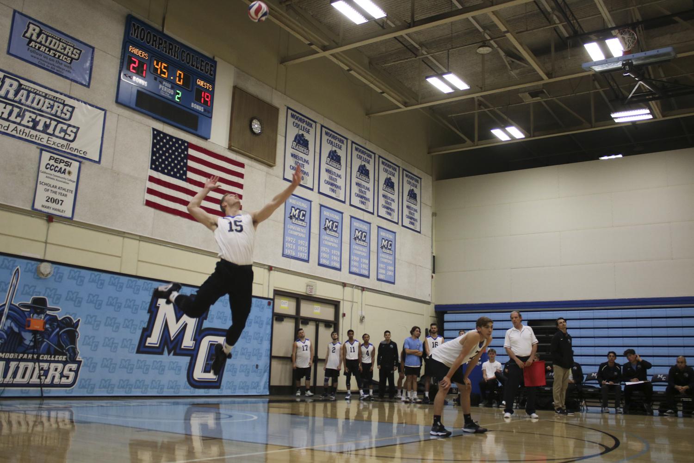EvanReinhardt_Volleyball_1.jpg
